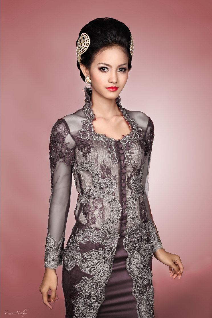 Update model kebaya modern tiga model dua warna