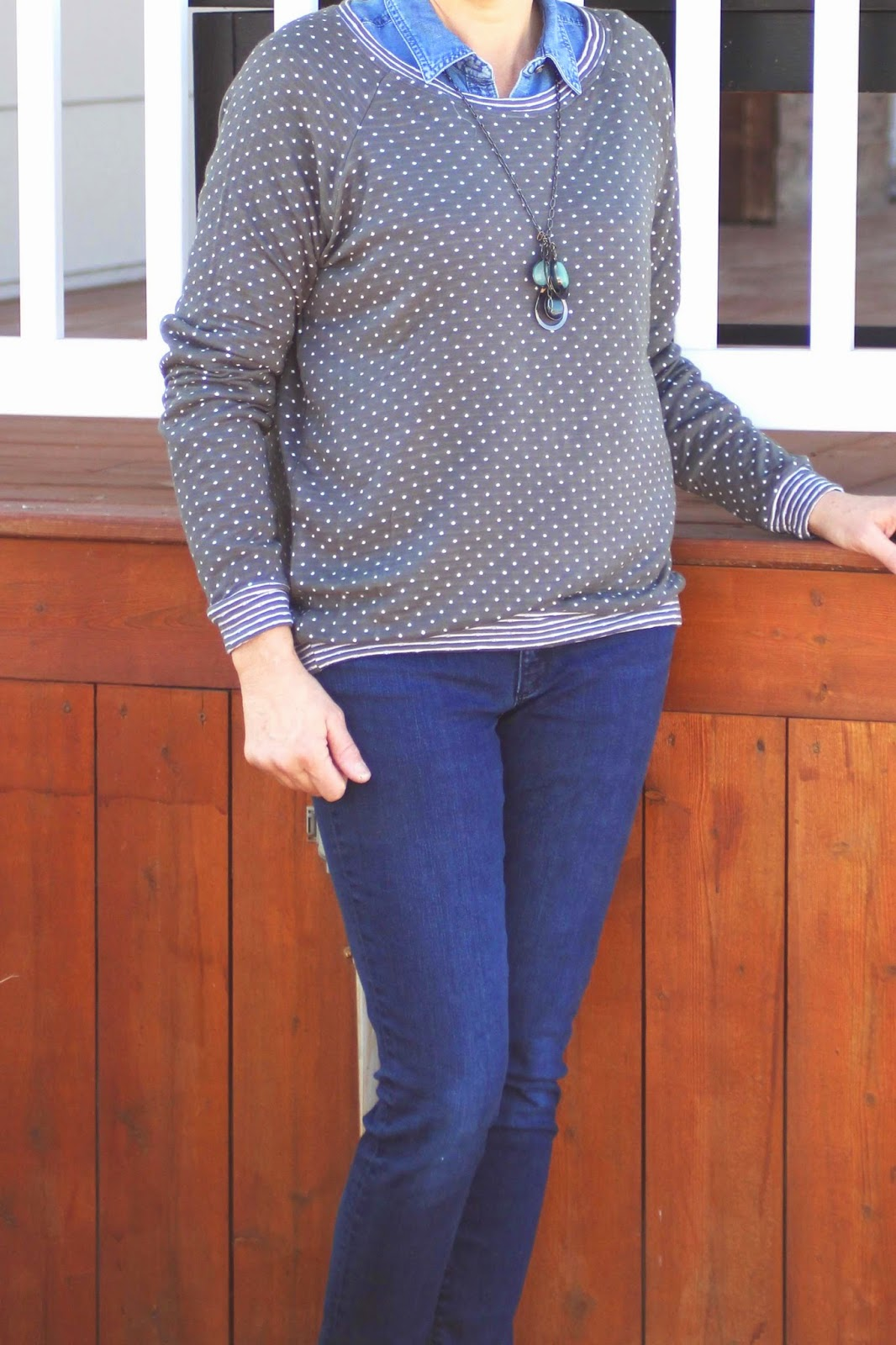 LInden sweatshirt  with gray polka dot fabri