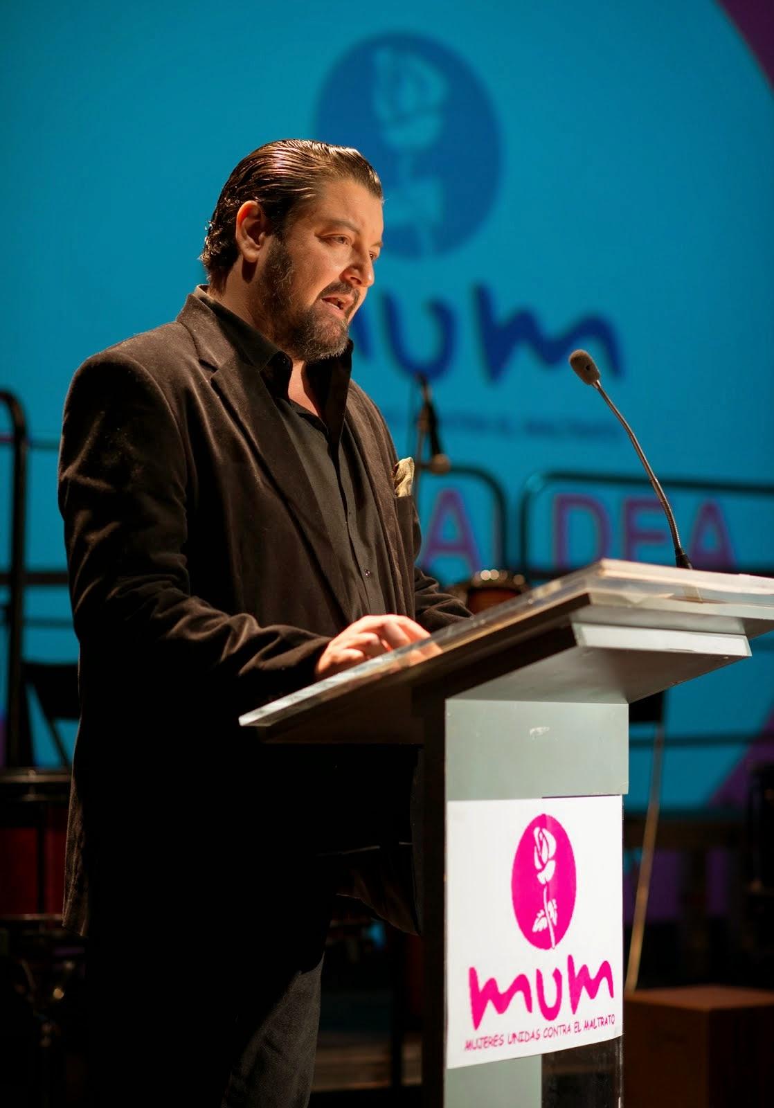 Maestro de ceremonias en la presentación Gala Premios MUM