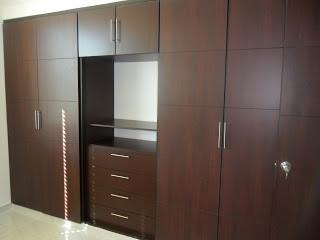 modelos de closet en maderas modernos puertas elaboradas en madera