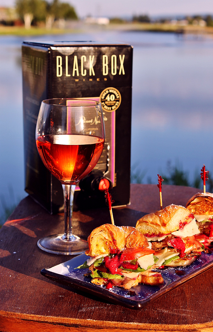 MSG 4 21+ Take impromptu memories and #SummerToGo with portable, award winning 3l Black Box Wines. #ad