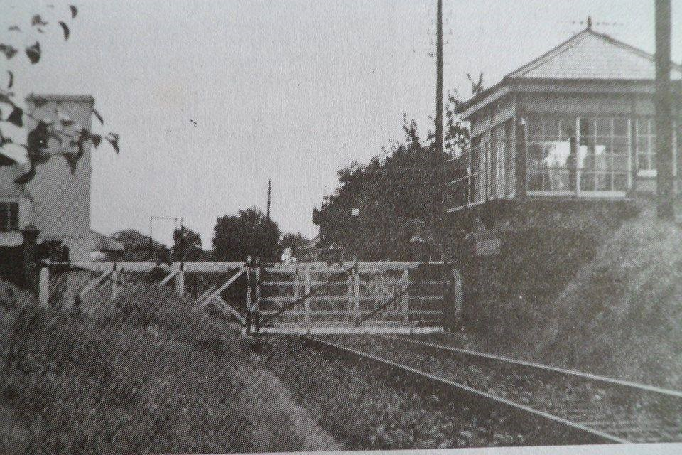Leeslane Level Crossing and Box
