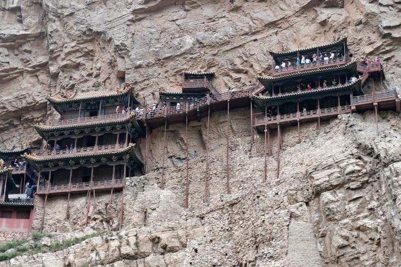 Eksterem Gan, Kuil ini Terletak di Dinding Tebing