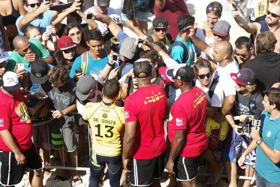 6 Adriano de Souza Oi Rio Pro 2015 Fotos WSL  Daniel Smorigo
