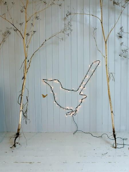 guirnalda luminosa para decoracion navideña nordica sencilla en blanco y oro