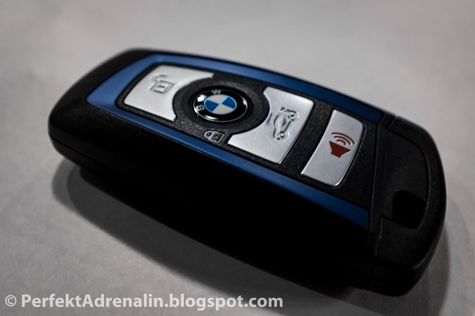 The roundel is also a button and locks the bmw
