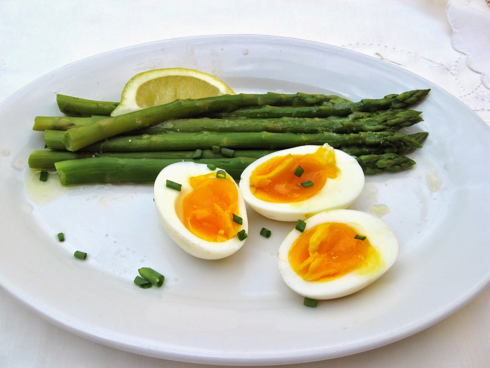 She 39 s in the kitchen brunch on the terrace asparagus eggs for The terrace brunch