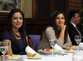 Echecs à Ankara: les joueuses d'échecs turques Kubra Ozturk (2294) et  Betul Cemre Yildiz (2333) - Photo © Fide