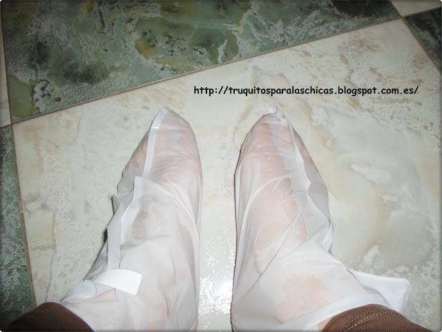 pies con calcetines exfoliantes