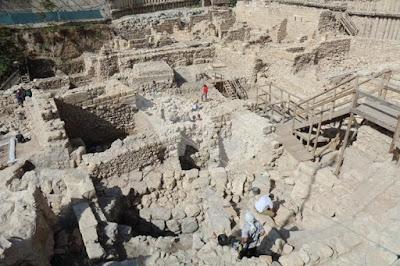 Escavação revela restos da fortaleza Acra