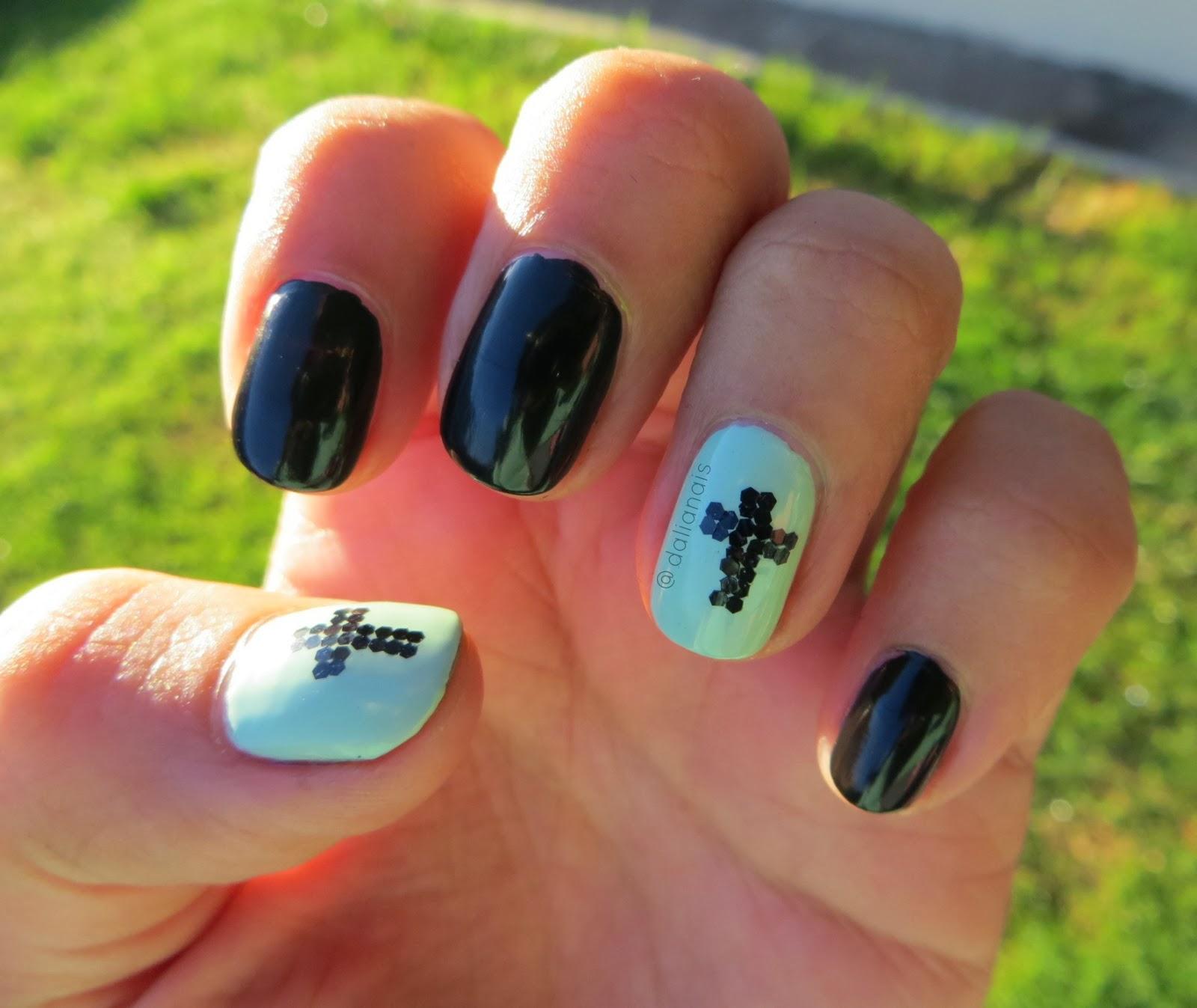 Coloreando mis Uñas: Uñas de la Semana: Accent Cross Nail Art