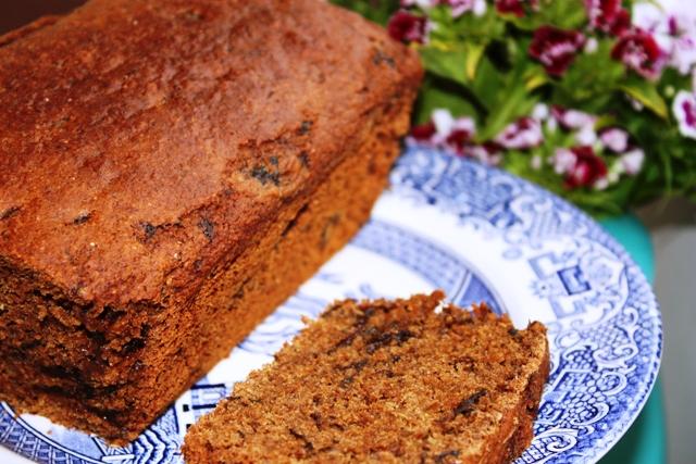 THE HUNGRY VEGGIE: VEGAN PRUNE AND BRANDY CAKE