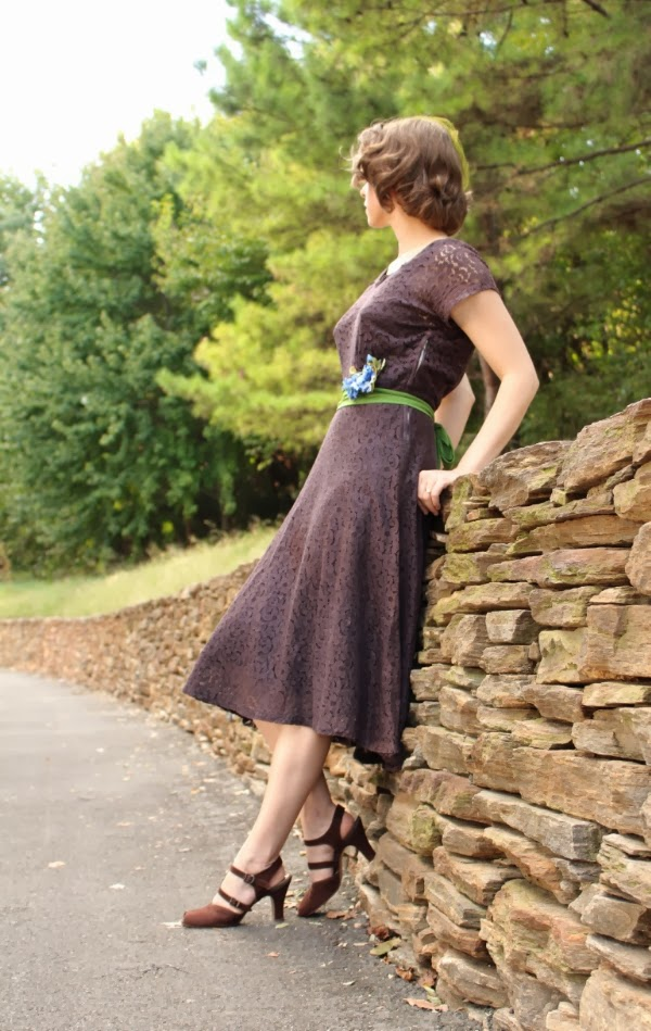 Enjoying the Fall in Vintage #1940s #fashion #40s #style #vintage