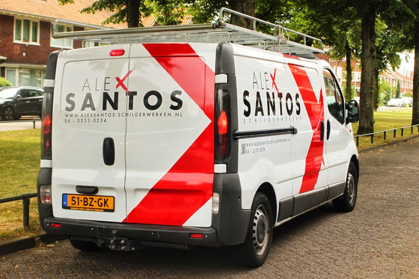 Grafische vormgeving: belettering bus Alex Santos Schilderwerken