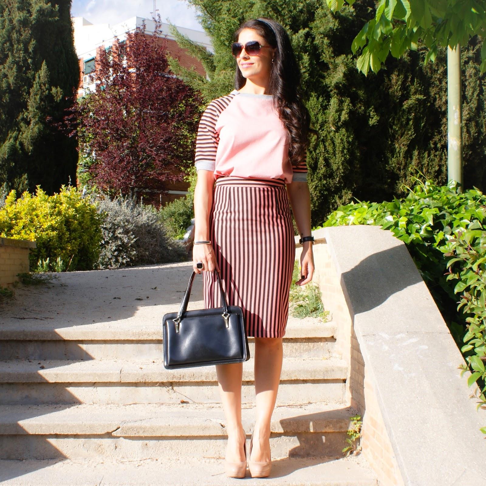 look primavera titisclothing, rosa, falda lapiz y sudadera