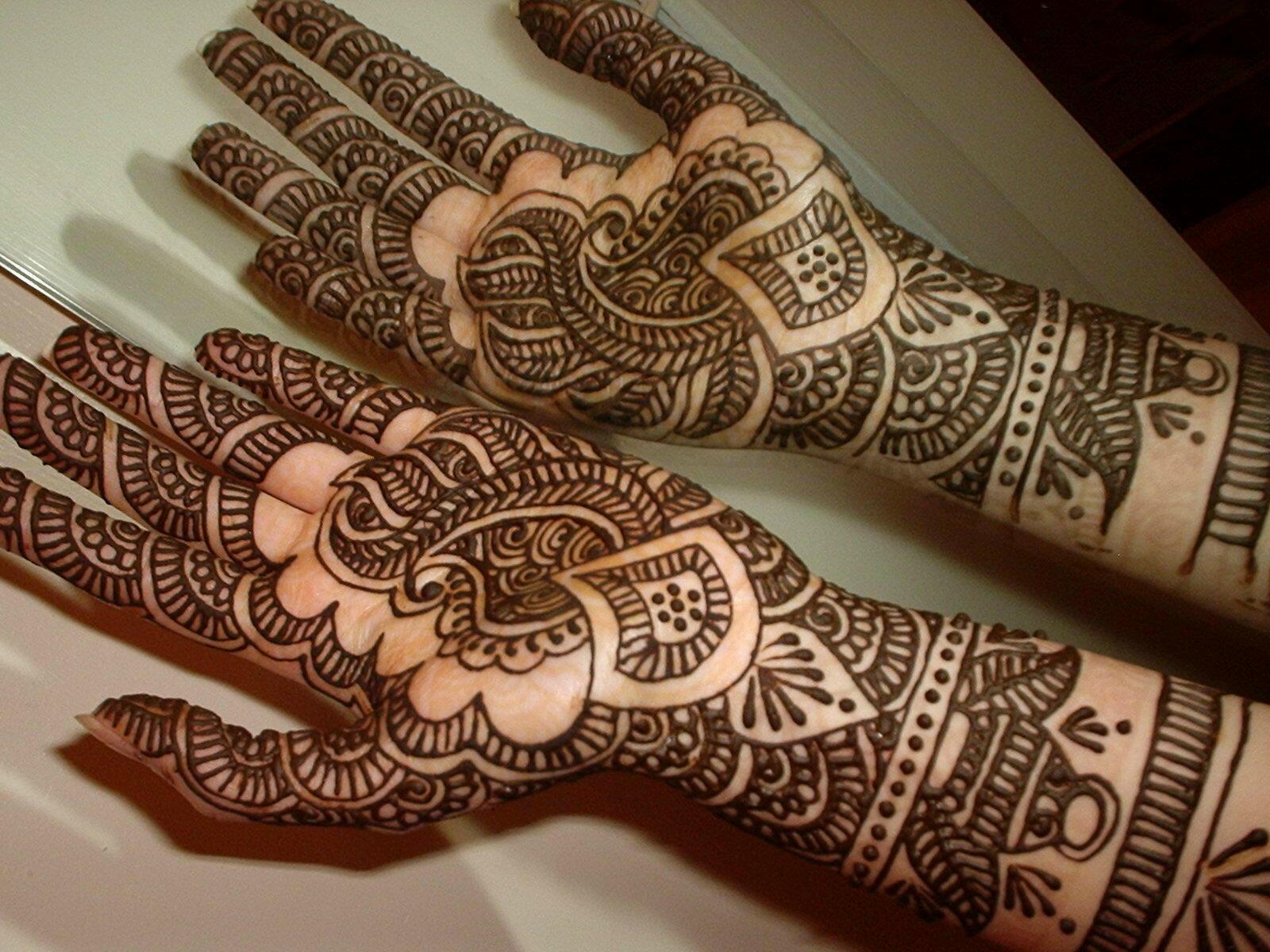 Традиционная роспись хной - мехенди или менди.