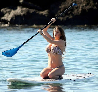 On Tuesday, December 8, 2015, the stunning woman, Casey Batchelor, 31, had landed so graceful at Ibiza, then never stops to exposing her ultra toned body in a black bikini.