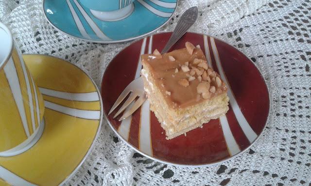 Ciasto kruche z masą krówkowo- śmietanową