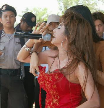Dewi Persik tayang tubuh, Jakarta, artis indonesia, pelakon, gambar seksi dewi persik
