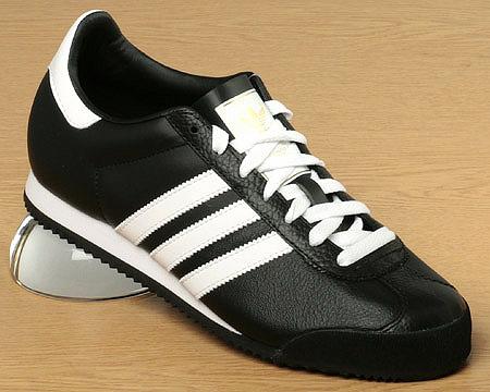 zapatillas adidas negra con rayas blancas