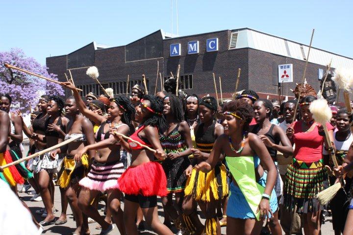 Namuhla ngikhethe ukuthi nake izaga ezinlutshwana sizichasise: