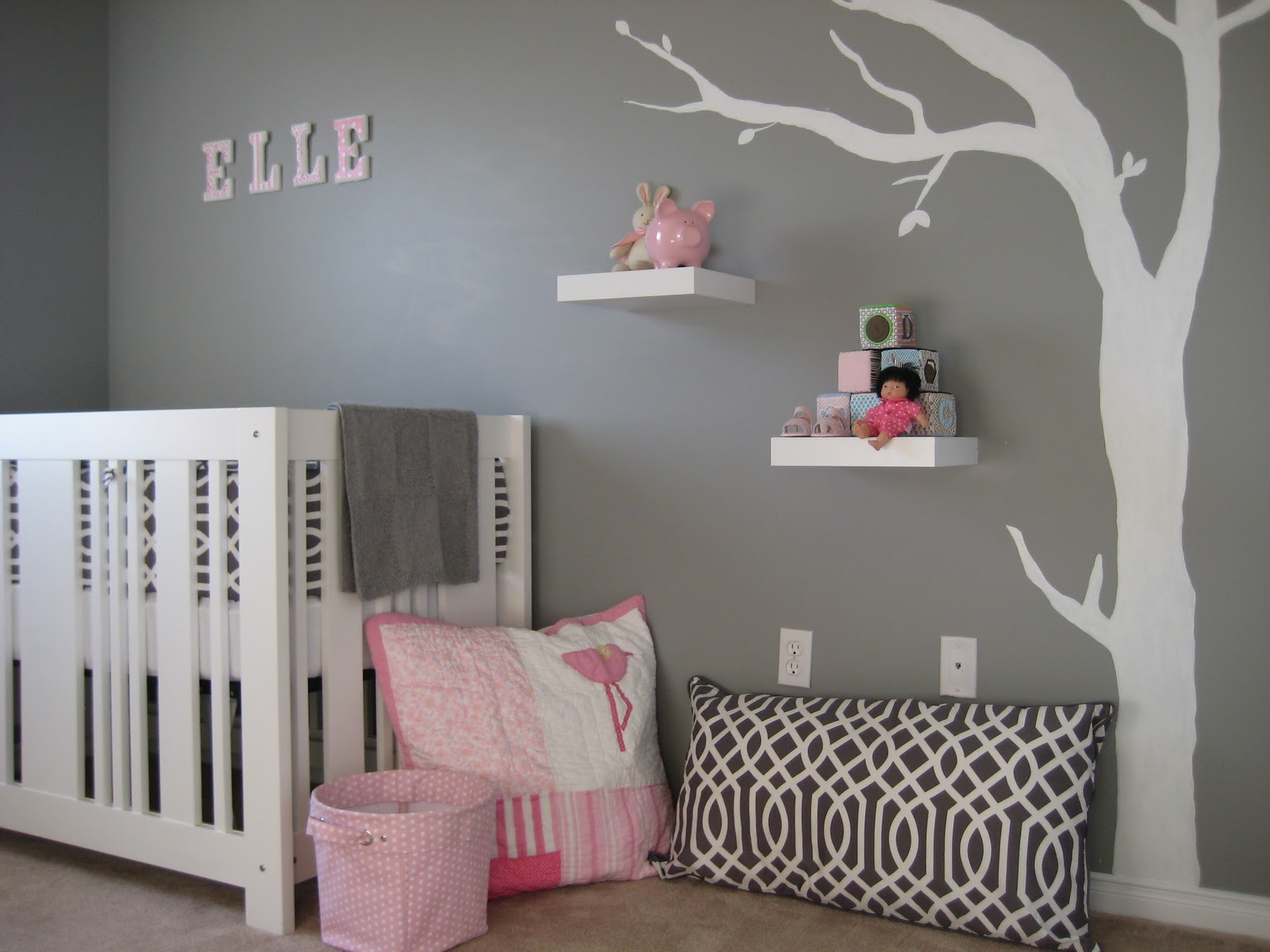 Mod gray and pink nursery design dazzle for Chambre bebe garcon idee deco