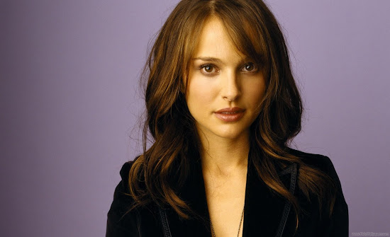 Natalie Portman Glamorous Model Wallpaper-01
