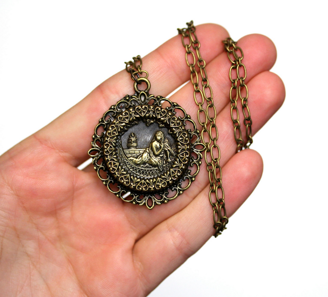 Cleopatra and The Asp Necklace #antique #jewelry #egyptian #cleopatra
