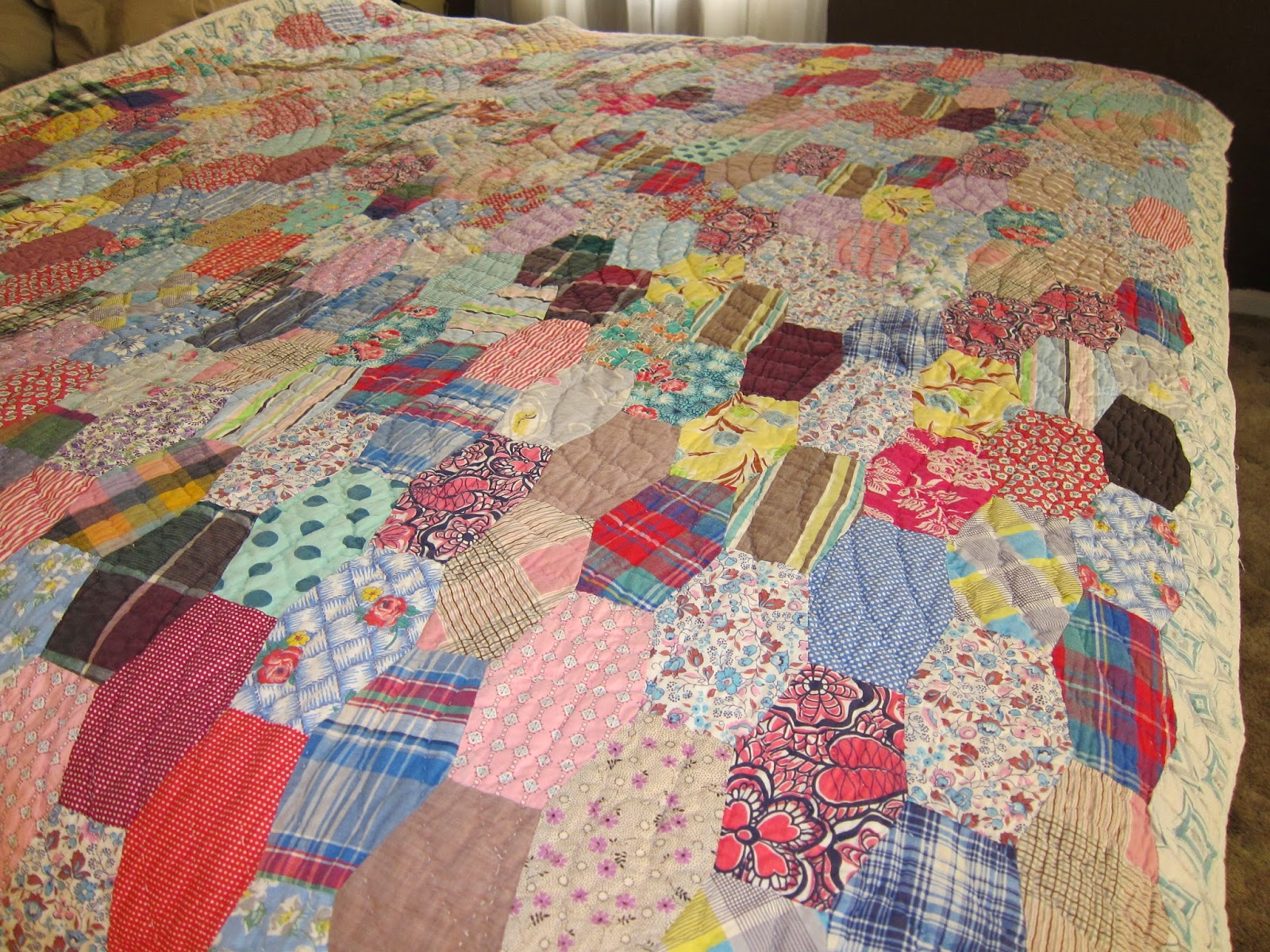 Beequilt hexagones brod s jardins de grand m re sur for What to do with an old quilt
