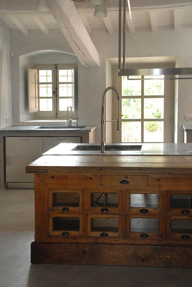 cocina de campo vintage contemporánea -mueble de madera antiguo