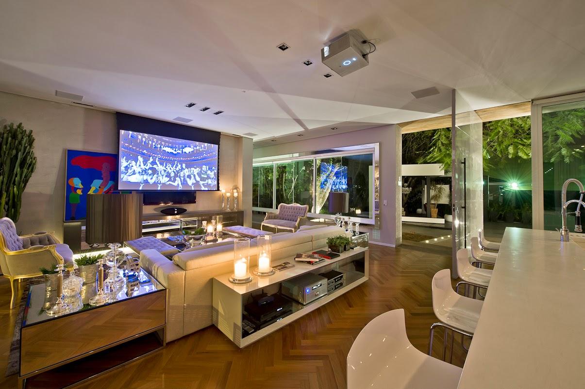 Cozinha e salas estar/jantar integradas com decoração neutra e  #674118 1205 802