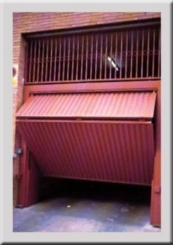 Reformas integrales y carpinteria metalica en la comunidad for Puerta garaje metalica