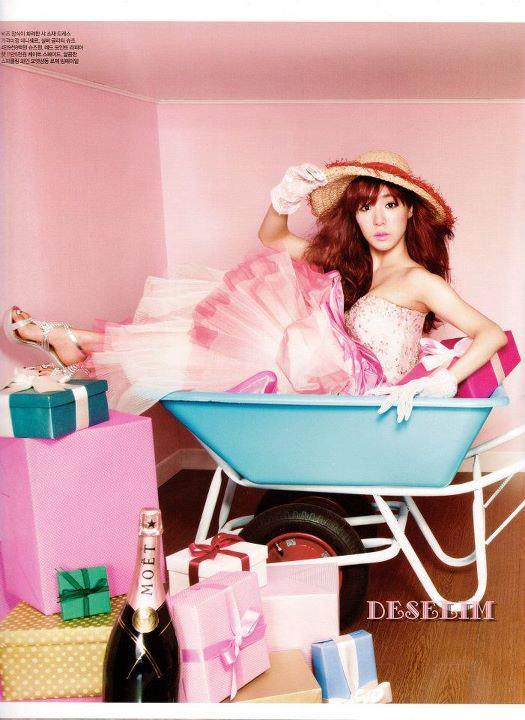 {Pics} ♥ Tiffany @ Ceci Magazine (August Issue) 563361_440024359370867_1309972315_n