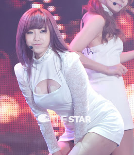 Jun Hyo Sung Korean Sexy Singer Sexy White Dress Performance Photo 8