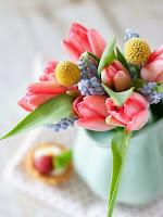Букет от пролетни цветя