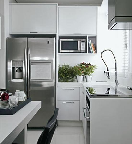 Agora confira alguns modelos e ideias para cozinhas pequenas
