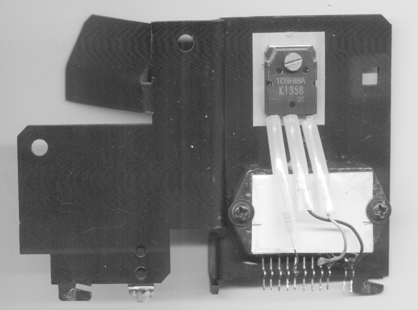 El MOS-FET sustituto montado correctamente.