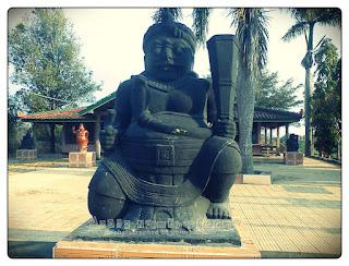 Patung Penjaga Selo Belah