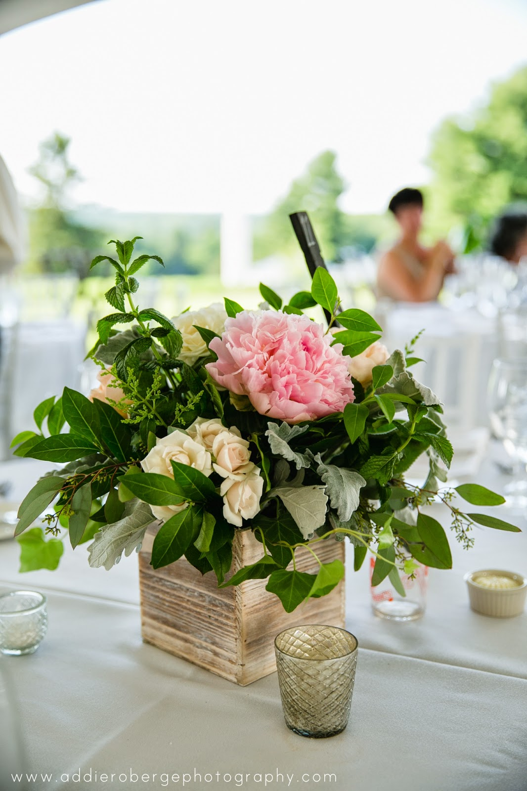 les fleurs : summer wedding : wooden boxes : peony : mercury candles