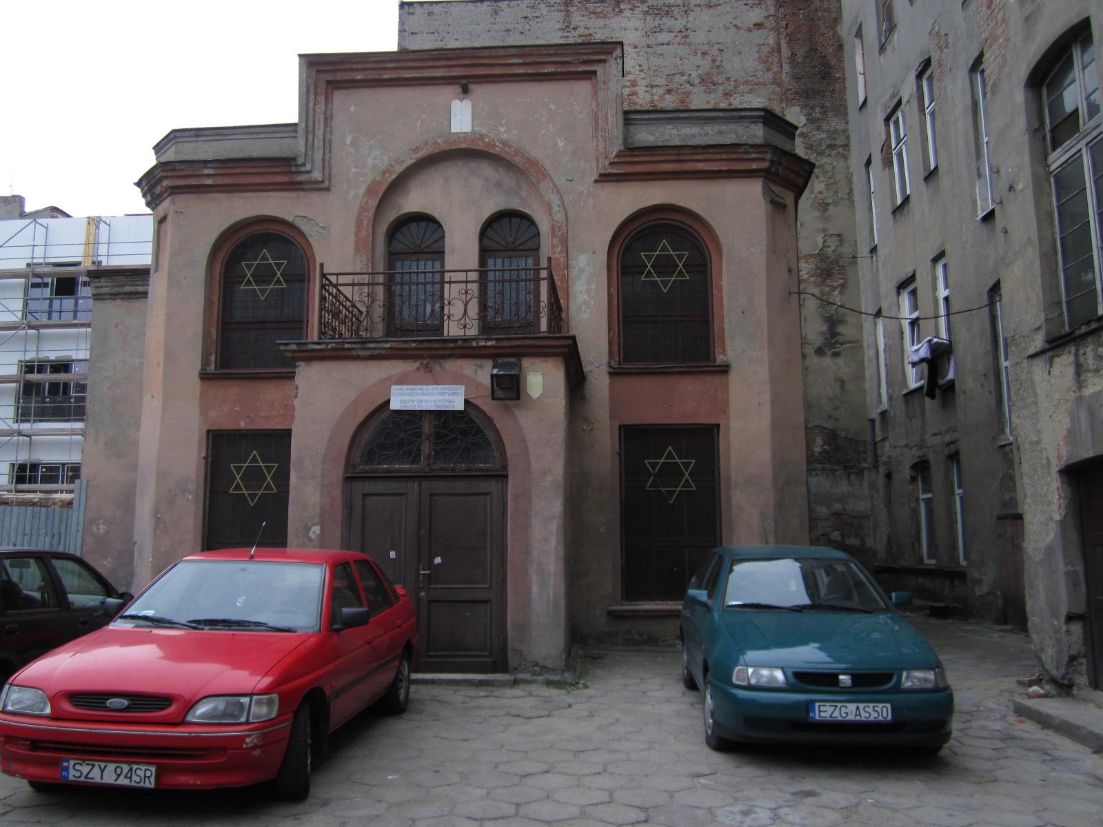 http://3.bp.blogspot.com/-wx4sZhrXNE0/TePj05H66FI/AAAAAAAAAPE/hUp7GfUNNC8/s1600/synagogue%2Bon%2B1905%2BRevolution%2BSt.jpg