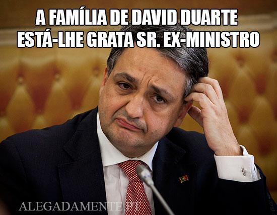 Imagem de ex-ministro da saúde Paulo Macedo - A família de David Duarte  está-lhe grata sr. ex-ministro