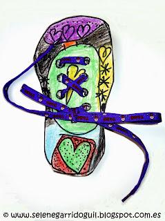 Zapatos de cartón con sus cordones ensartados y atados. Fotografía ©Selene Garrido Guil