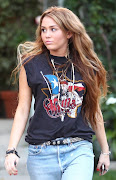 miley cyrus: Fotos de Miley Cyrus saliendo de la casa de Joshua Bowman