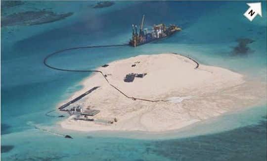 Tàu công trình hiện đại của Trung Quốc tại Gạc Ma