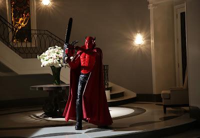 El red devil de Scream Queens, motosierra en mano
