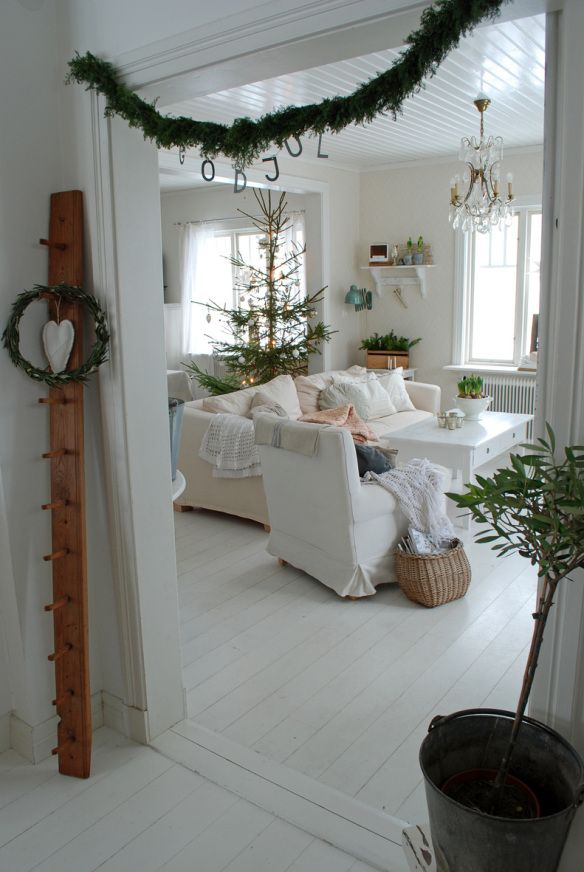 minimal theme christmas decorations