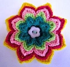http://lovestitches.blogspot.com/2011/08/crochet-flower-brooches.html