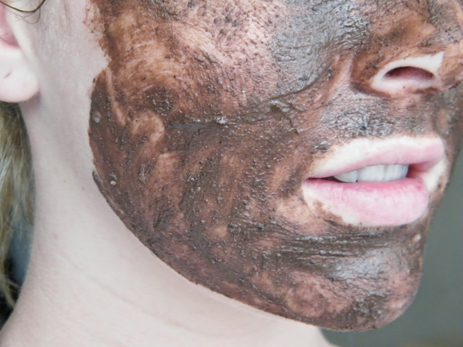 how to use lush cupcake face mask