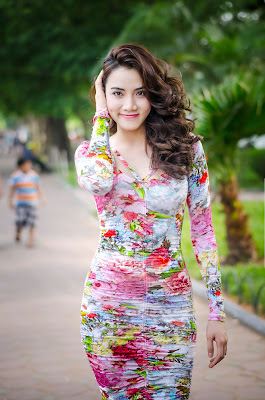 Ca sĩ Trang Nhung trên phố Hà Nội