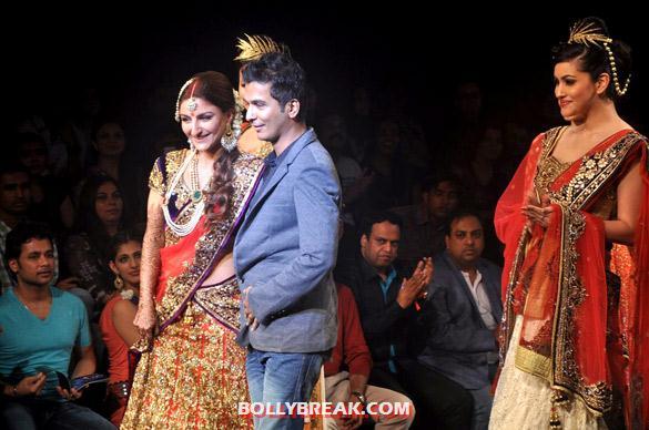 , Soha ,parvathy , Urvashi  At Aamby Valley India Bridal Fashion Week 2012